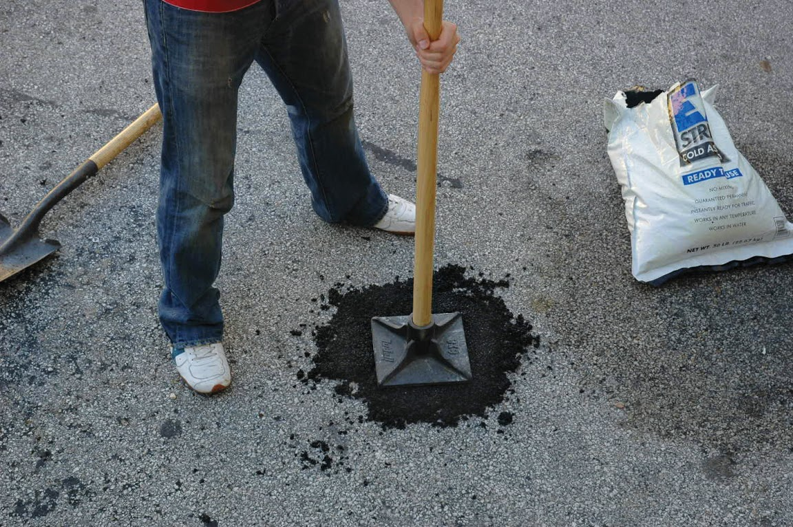 User types ez street cold patch asphalt do it yourself driveway repair and pothole repair solutioingenieria Choice Image